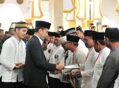 Presiden Jokowi Serahkan Sertifikat Tanah Wakaf di Bengkulu dan Berharap Tidak Ada Lagi Masalah Hukum