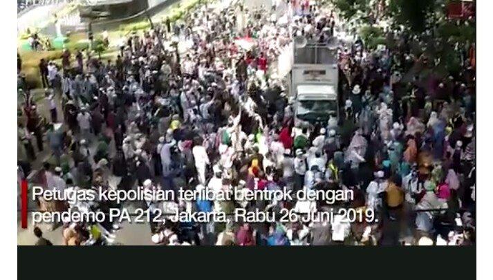 Memaksa Masuk, Massa PA 212 Terlibat Keributan Dengan Polisi