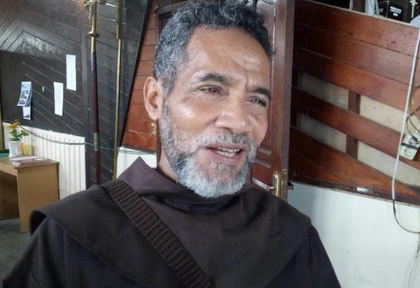 Pastor Lambertus Ingatkan Umat Ke Gereja Bukan Untuk Pamer Tubuh