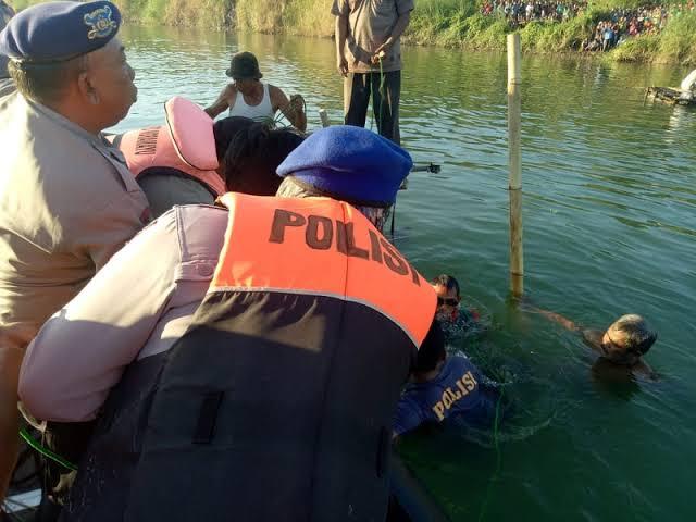 Tim Gabungan Melakukan Penyisiran Lokasi Jatuhnya Pesawat Cessna di Indramayu