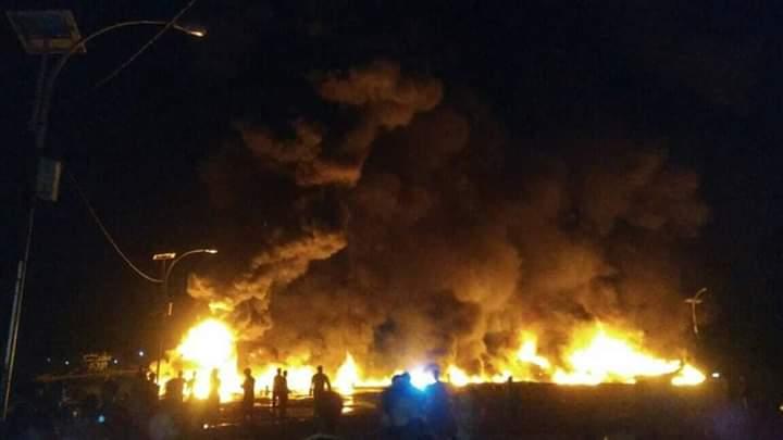[BREAKING NEWS] Ada Kebakaran Kapal di Pelabuhan Lama Nias Selatan