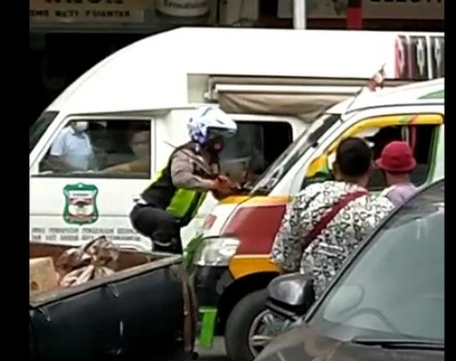 Polisi Ditabrak Supir Angkot, Akibat Tidak Terima Kemacetan