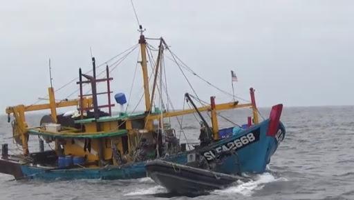 Tangkap Ikan Secara Ilegal, Kapal Berbendera Malaysia Diamankan