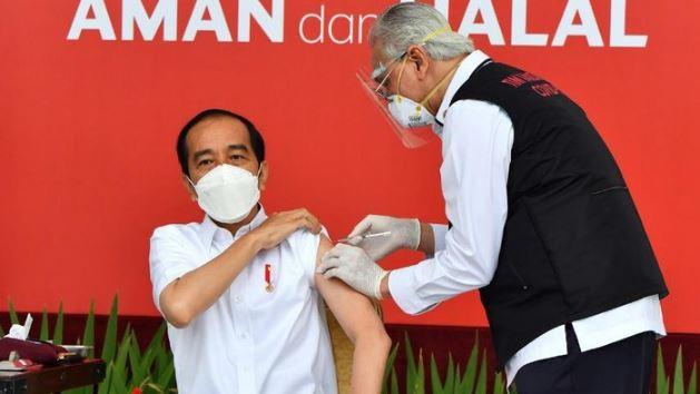 Dokter Ini Sempat Gemetar Saat Suntikkan Vaksin Sinovac ke Presiden Jokowi