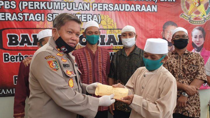 Brigjen Pol Drs Ricky F Wakanno dan Komunitas Sosial Bagikan Sembako Bagi Warga Terdampak Pandemi Covid-19
