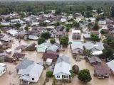Banjir bandang setinggi satu meter merendam lima kecamatan di Kabupaten Malaka, Nusa Tenggara Timur, Minggu (4/4/2021). (Sumber: iNews.id).