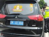 Sebuah mobil Pajero Sport dengan plat nomor SN 45 RSD menggegerkan pengguna jalan Tol Dalam Kota Jakarta. Karena mengunakan pelat nomor polisi asal. (Sumber: Istimewa)