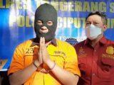 Pria yang ancam kurir di Ciputat, Tangsel jadi tersangka dan ditahan (Sumber: detikcom).