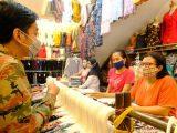 Gibran Kembalikan Uang Hasil Pungli Lurah. (sumber: merdeka.com)