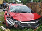 Warga memperhatikan kendaraan yang terlibat kecelakaan di jalan lintas nasional Medan - Banda Aceh, Desa Gampong Jalan, Kecamatan Idi Rayeuk, Kabupaten Aceh Timur, Selasa (18/5/2021). (Sumber: Antara Aceh)