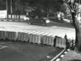 Seorang pengemudi Toyota Fortuner melepaskan tembakan ke udara di Jalan Prof. Joko Sutono dekat Komplek Pati Polri, Melawai, Kebayoran Baru, Jakarta Selatan pada Sabtu (19/6/2021) malam (Sumber: Instagram/@cetul.22).