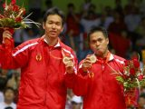 Markis Kido/Hendra Setiawan saat mendapat medali emas Olimpiade Beijing 2008 (Sumber: INDOSPORT).