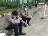 Wakapolres Jakarta Selatan, AKBP Antonius Agus Rahmanto menangis tak bisa selamatkan warga positif Covid-19. (Sumber: KOMPAS.com).