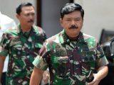 Panglima TNI Marsekal TNI Hadi Tjahjanto (kanan). (Sumber: Serambinews.com).