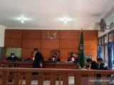 Sidang perkara narkoba dengan agenda pembacaan tuntutan jaksa penuntut umum di Pengadilan Negeri Banda Aceh, Kamis (29/7/2021). Tim jaksa penuntut umum dari Kejaksaan Agung, Kejati Aceh, dan Kejari Banda Aceh, menuntut delapan terdakwa dengan hukuman mati. (Sumber: ANTARA NEWS).