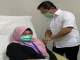 Siti Fadilah Supari disuntik Dendritic Cell buatan eks Menkes Terawan (Sumber: Instagram/@siti_fadilah_supari).