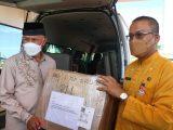 Gubernur Mahyeldi terima bantuan obat-obatan dari Presiden Jokowi untuk penanganan Covid-19. (Sumber: Istimewa).