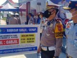 Ilustrasi/Anggota Polresta Bandung mensosialisasikan pemberlakuan ganjil genap di Tol Soroja, Rabu (11/8/2021) (Sumber: Tribunnews).