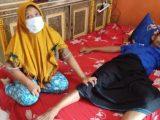 Kondisi seorang warga di Kabupaten Cianjur, Jawa Barat, yang mengalami lumpuh pasca menjalani vaksinasi Covid-19 (Sumber: detikcom).