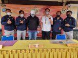 VD (jaket hitam), oknum ASN KKP Tarakan Kaltara menjadi tersangka vaksin berbayar. VD tertangkap dalam OTT yang dilakukan Satreskrim kota Tarakan Senin 6 September 2021(Sumber: Muhammad Aldy)