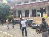 Bentrokan dua ormas terjadi di Gedung Rektorat Universitas Krisnadwipayana, Selasa (31/8/2021). (Sumber: SINDOnews)