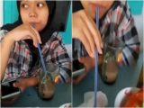Cewek muntahkan air dari mulutnya ke wadah sambal di warung (Sumber: Instagram/fakta.indo)